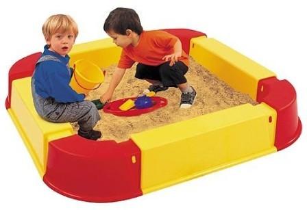 Дитяча пісочниця на дачі і вибір якісного піску для заповнення da287a65bafc1